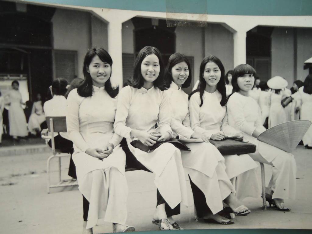 Nữ sinh trường trung học Trưng Vương