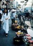 Nữ sinh áo dài trên đường Lê Lợi