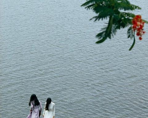 Bên bờ sông Hương - 1967