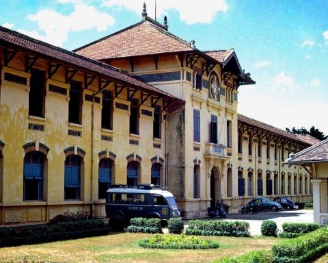 Khuôn viên Trường nữ trung học Gia Long - 1965