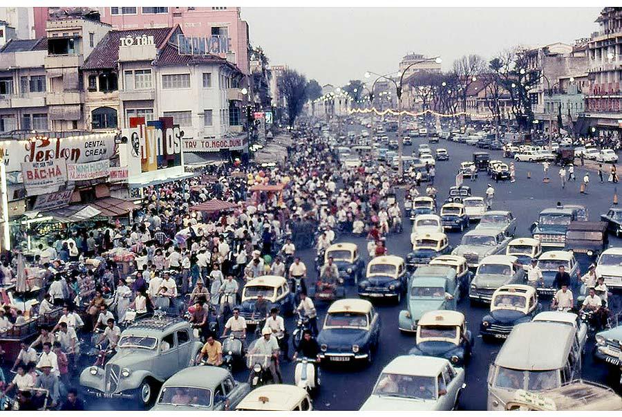 Khu vực trước chợ Tết Bến Thành