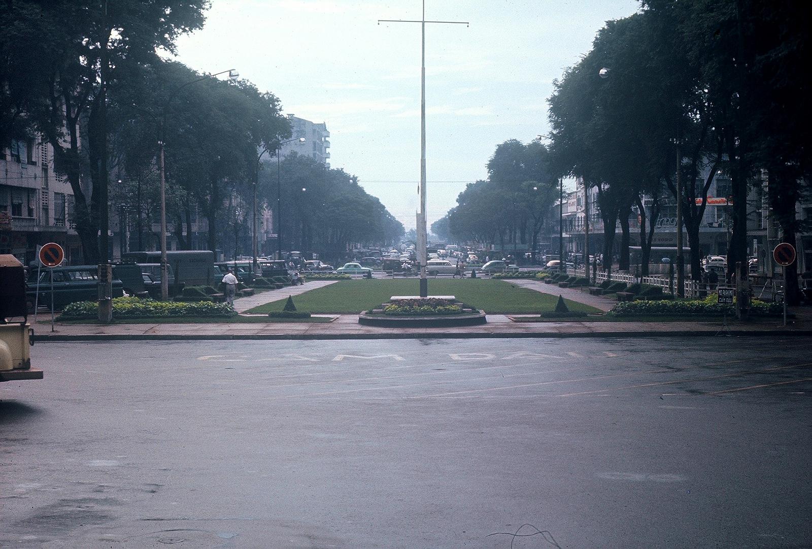 Gary Mathews - Saigon - Đại lộ Lê Lợi