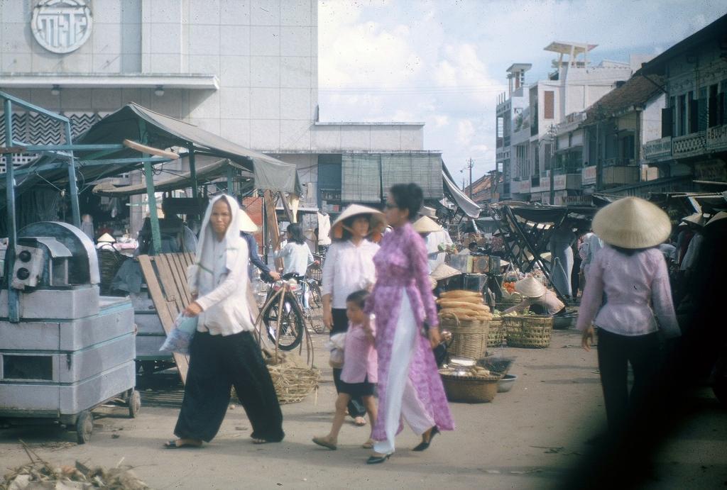 Gary Mathews - Saigon - Chợ Bà Chiểu 1