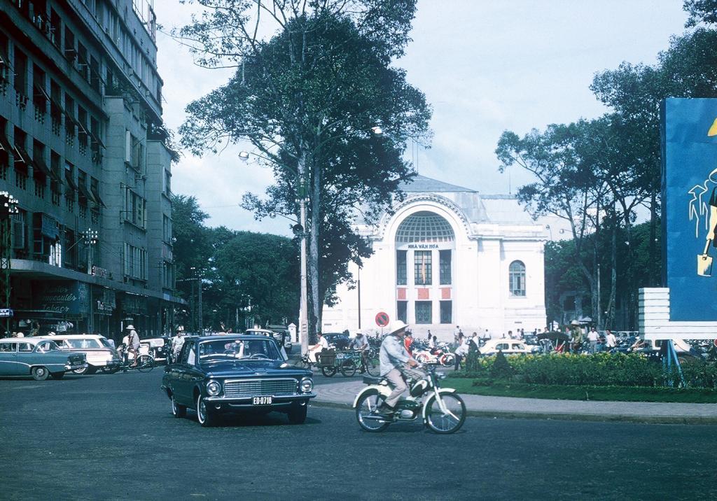 Gary Mathews - Saigon - Quảng trường Lam Sơn