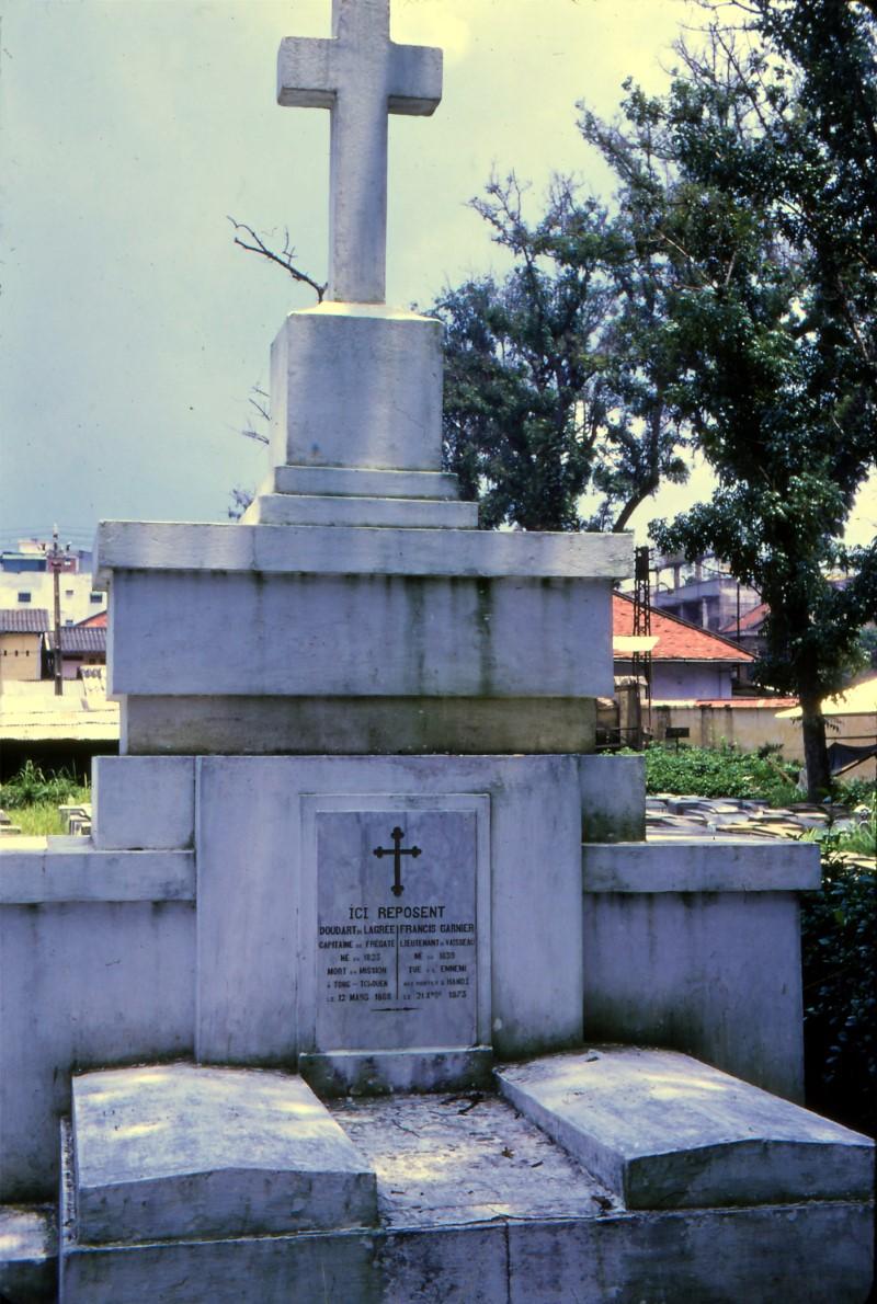 Nghĩa Trang Mạc Đỉnh Chi