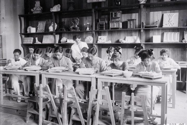 Nội cảnh ở Trường Trung học Albert Sarraut ở Hà Nội đầu thế kỷ 20