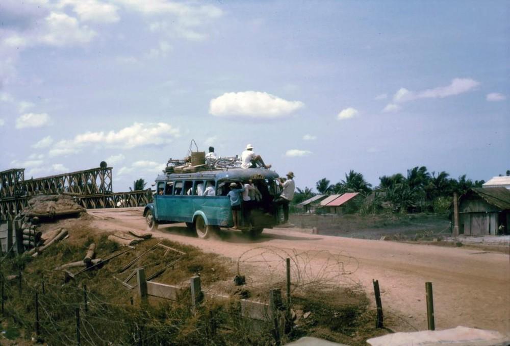 Sống lại những năm 60 với chùm ảnh giao thông ở VN