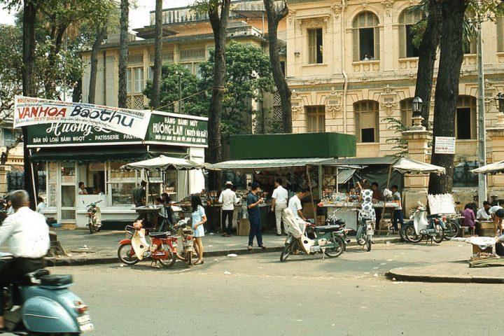 Phố ẩm thực Bưu Điện Sài Gòn