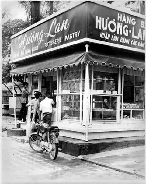 Phố ẩm thực Bưu Điện Sài Gòn - Bánh mì Hương Lan